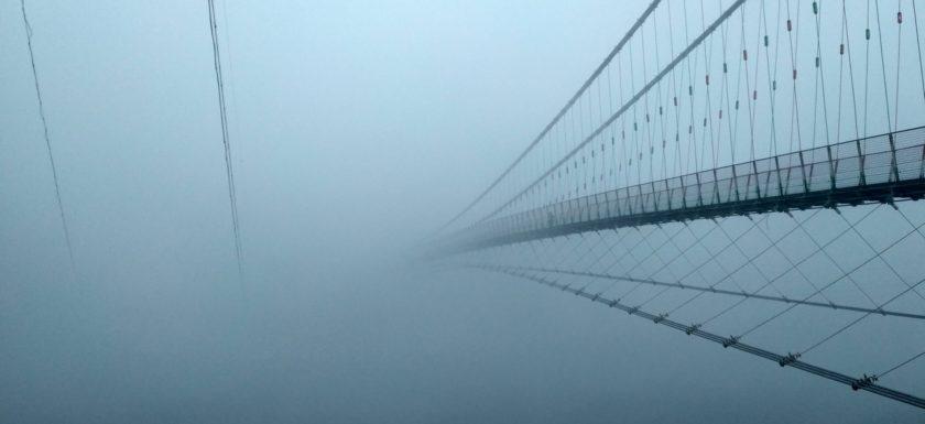 Утренний туман над мостом Рам Джула, Ришикеш