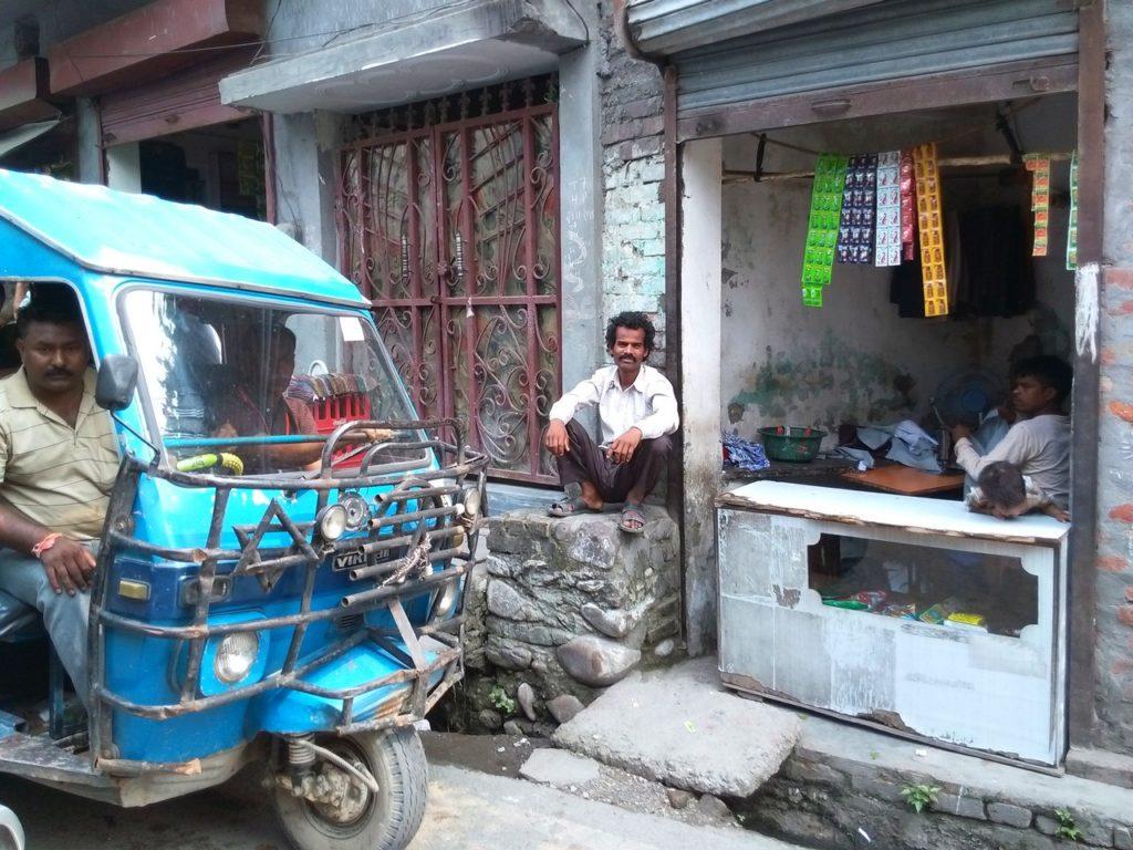 Рикша на улице Ришикеша